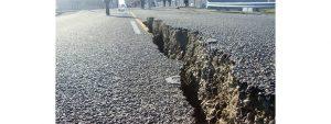Deprem sonucunda oluşan fay yarığı